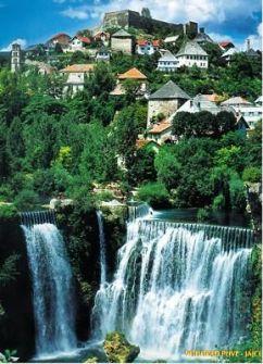 Jajce, ciudad histórica entre cascadas - jajce-bosnia-11-217x300
