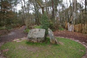 Brocelandia, el bosque encantado - Merlin-s-Tomb-300x199