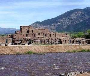 Taos (Nuevo México) - Pueblo-de-Taos-300x252