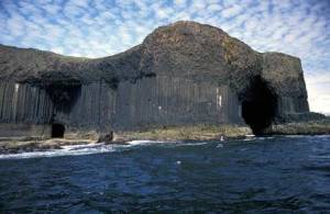 Isla de Staffa y Gruta Fingal - staffa-300x195