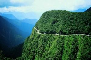 El camino de la muerte - Valle-de-las-yungas-300x197