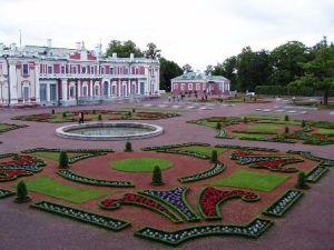 Tallín, la ciudad medieval Hanseática de Estonia - Tallinn_park_kadrioru-300x225