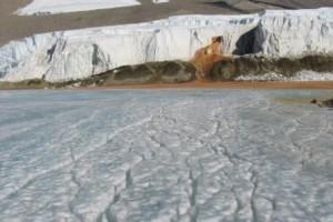 Las Cataratas de Sangre de la Antártida - Cataratas-de-sangre-lago-salado-300x200