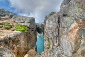 Observar el mundo desde una piedra - Kjeragbolten-300x200