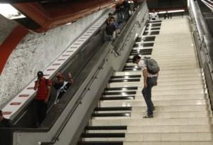 El metro de Estocolmo - Escaleras-de-piano-300x204