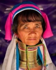 Karen Padagung, la aldea de las mujeres jirafa - Mujer-Padaung-238x300