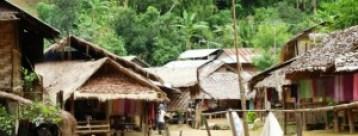 Karen Padagung, la aldea de las mujeres jirafa - Poblado-300x114