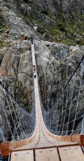 Triftbrucke, un espectacular puente de los Alpes - Triftbrucke-1-157x300
