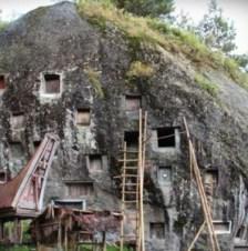 Sulawesi, el hogar de los Toraja - Nichos-en-la-roca-297x300