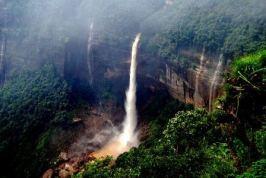 Cherrapunji: el lugar más lluvioso del mundo. - nohkalikai_falls_b-300x201