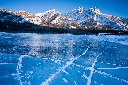 El espectacular lago Abraham y sus burbujas de hielo.