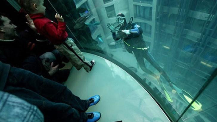 Aquadom, el ascensor-acuario de Berlín