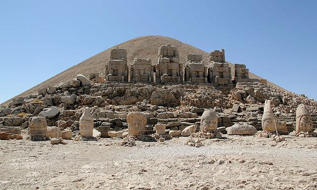 Ruinas de Comagene en el monte Nemrut