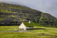 Saksun, la aldea vikinga - Iglesia-del-pueblo-en-saksun-300x200