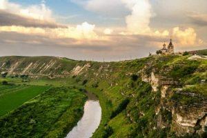 El pueblo medieval de Orhei (Moldavia) - Moldova_Landscape-300x200