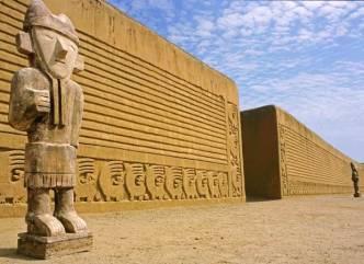 Chan Chan, los palacios del Gran Chimú - Chan-Chan-muros-300x218