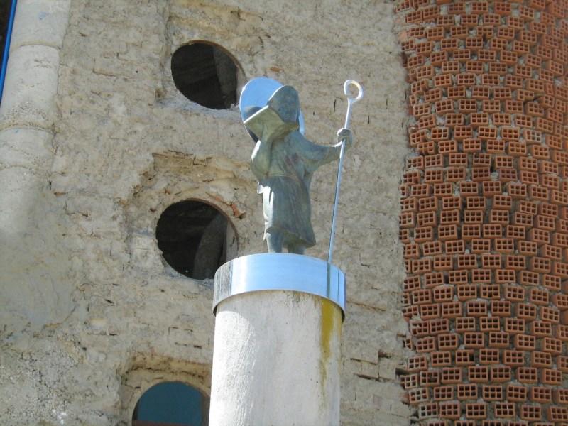 La Catedral de Justo - Estatua de ¿Santiago?