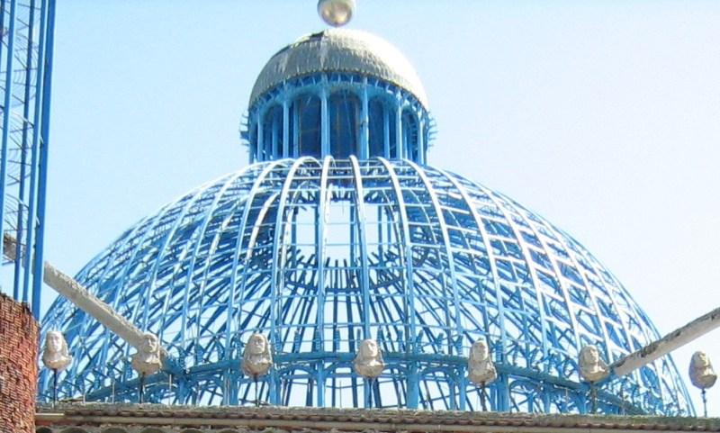 La Catedral de Justo - La estructura de las cúpulas está realizada con tubos de acero