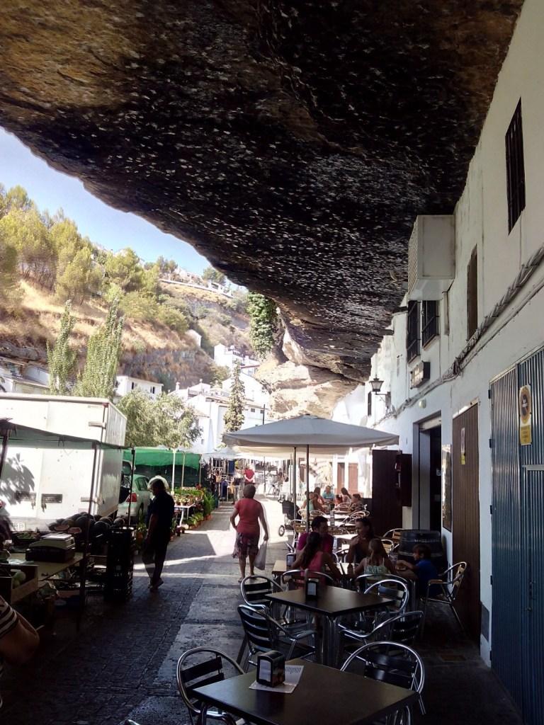 Setenil de las Bodegas - Casas en la roca. Calle Cuevas del Sol.