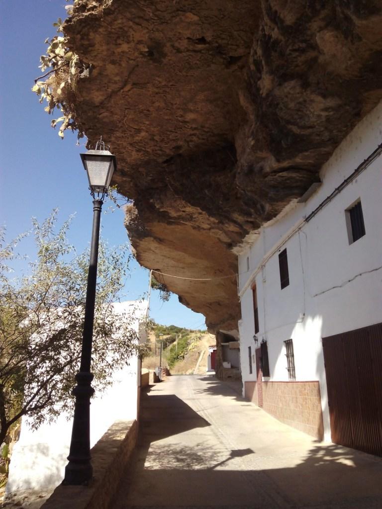Setenil de las Bodegas - Parece como si una roca hubiera caído en las casas.