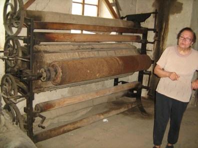 La Fábrica de Lana - Rodillos de la cardadora de mantas, hechos con cardos de río.