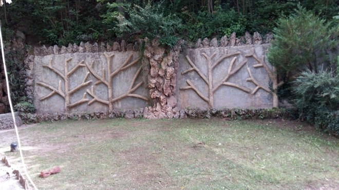 Los Jardines Artigas - Mural con motivos arbóreos.