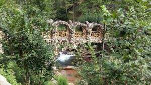 Los Jardines Artigas - Puente de los Arcos sobre el río.