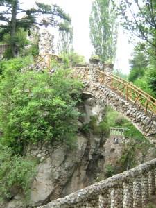 Los Jardines Artigas - Glorieta al final de la subida al arco