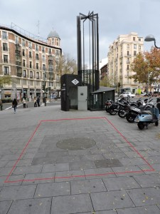 Estación Fantasma de Chamberí - Posición aproximada del acceso original (rojo)