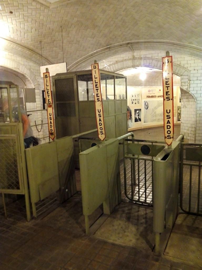 Estación Fantasma de Chamberí - Tornos de salida