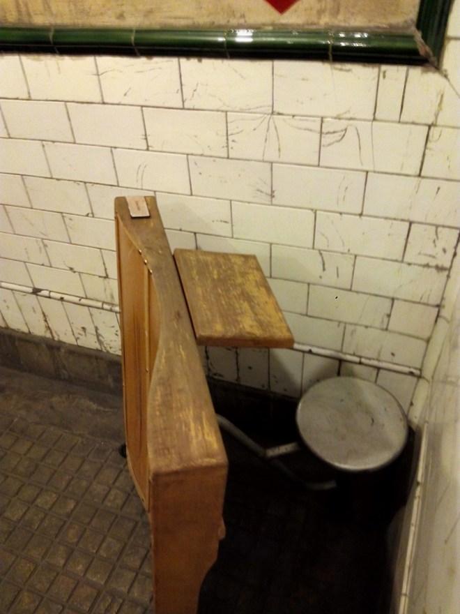 Estación Fantasma de Chamberí - Puesto de revisor en las salidas de andenes