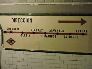 Estación Fantasma de Chamberí - Cartel indicador en pasillo