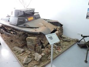 Museo de Carros de Combate - Restos de Panzer IA con decorado