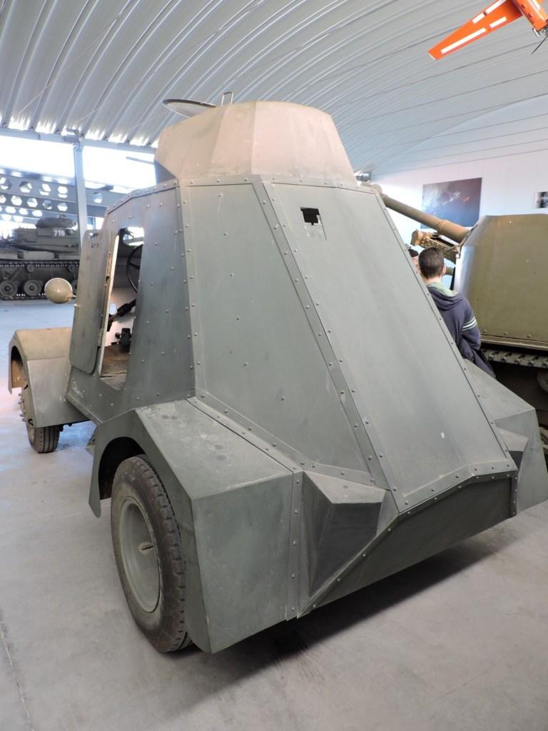Museo de Carros de Combate - La UNL-35 parece el coche de un superhéroe