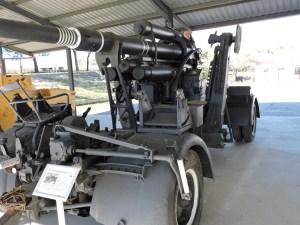 Museo de Carros de Combate - Cañón FLAK con asiento de tirador y plataforma rodante