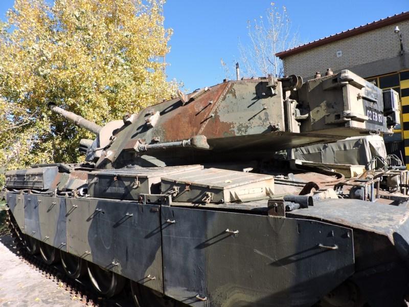 Museo de Carros de Combate - Chieftain a la espera de ser restaurado