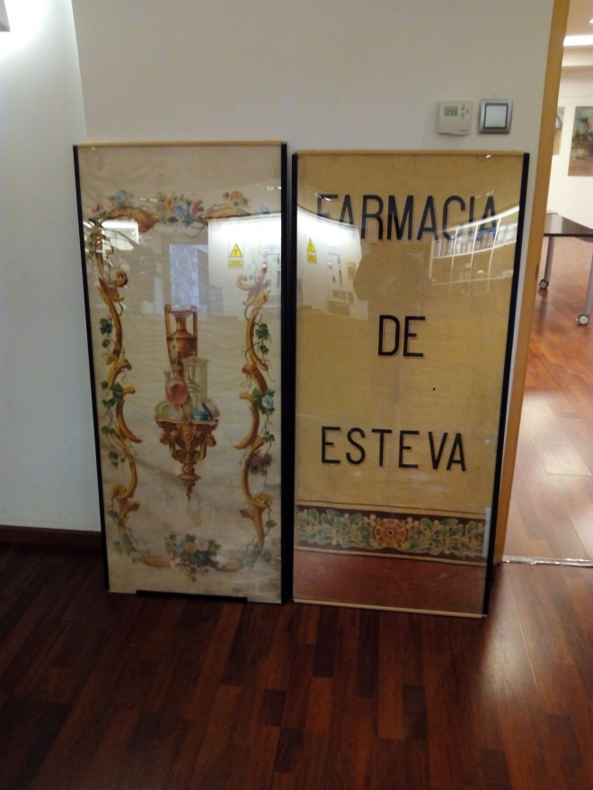 Antiguo cartel de la Farmacia Esteva.