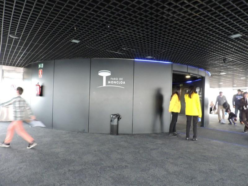 Faro de Moncloa - En la planta superior hay otros dos vigilantes