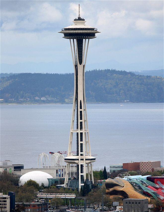 Faro de Moncloa - Aguja Espacial de Seattle (1)