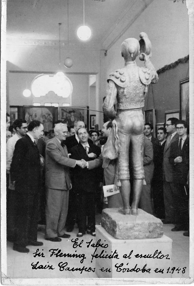Fleming - Fleming admirando una escultura de Emilio Laíz Campos (3)