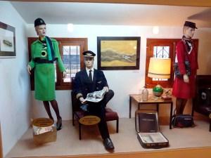 Museo de la Aviación - Exposición de uniformes del personal de vuelo