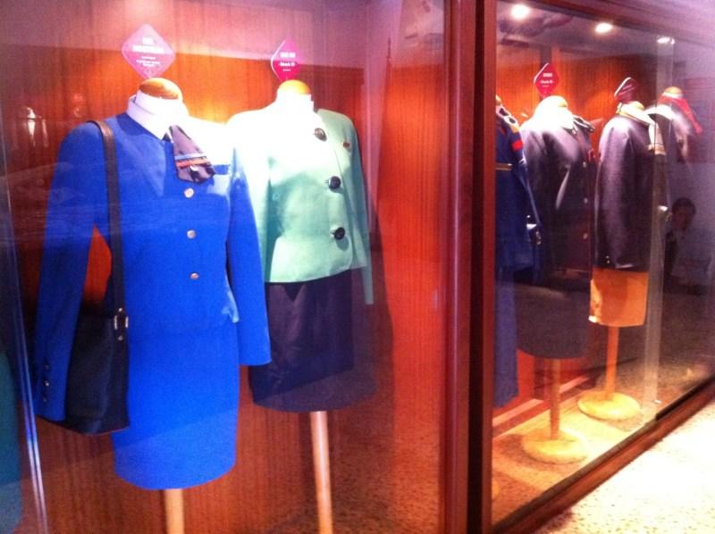 Museo de la Aviación - Uniformes de personal de cabina