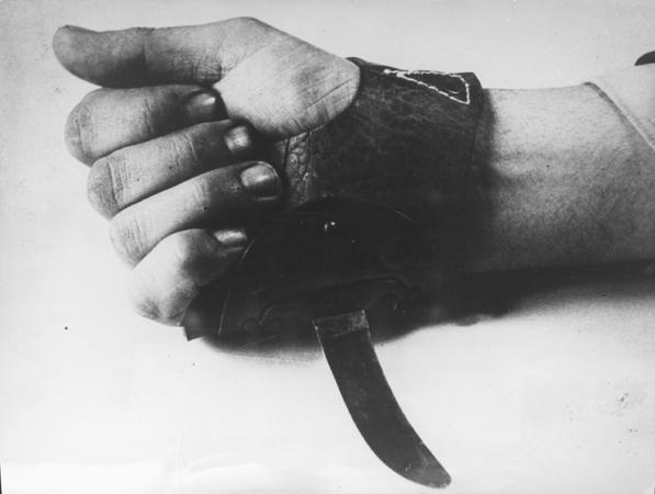 """Tumba Ante Pavelic - Cuchillo """"degollaserbios"""". Un cuchillo usado en el campo, que los ustachas utilizaron para degollar a los presos serbios (2)"""