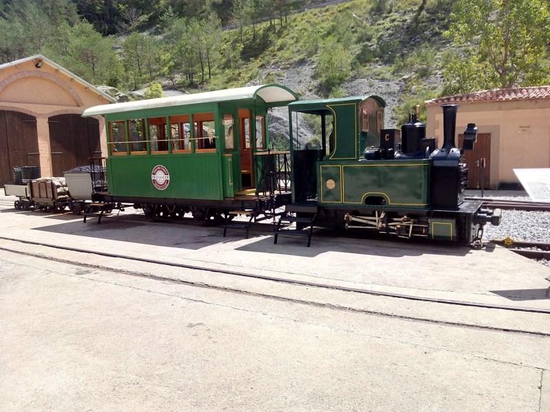 Tren del Cemento - Tren de exposición. En el tren del cemento, el vagón de pasajeros era el último, para evitar los humos.