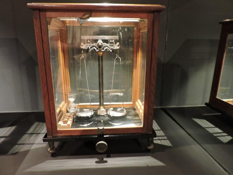 Museo Farmacia Militar - Balanza de precisión
