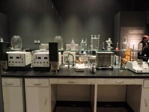 Museo Farmacia Militar - Maquinaria de control de fármacos