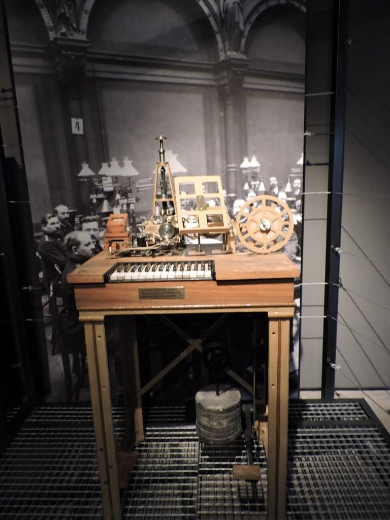 Museo de las Telecomunicaciones - El telégrafo de Hughes evitaba tener que usar el código Morse.