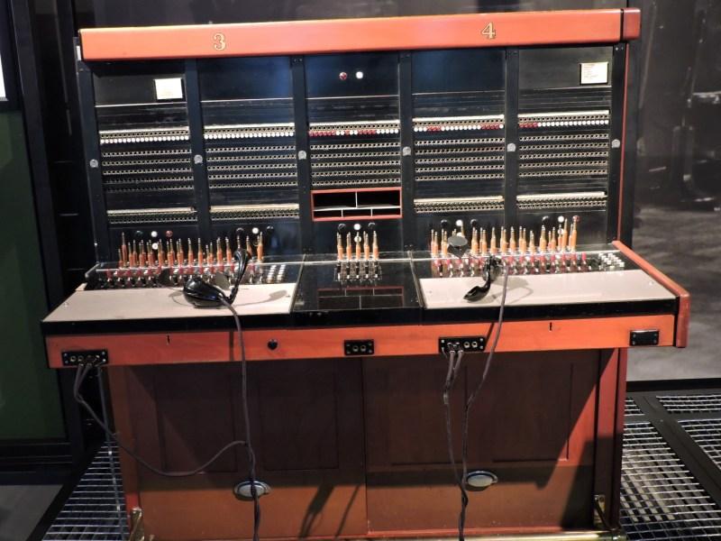 Museo de las Telecomunicaciones - Centralita interurbana, para establecer conferencias manuales entre ciudades