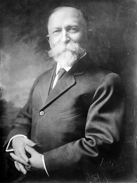Museo de la Homeopatía - Aunque unos años posterior a Hahnemann, John Kellogg, el de los cereales, se dedicaba a meter litros de agua y yogur por el recto a todos sus pacientes (7).