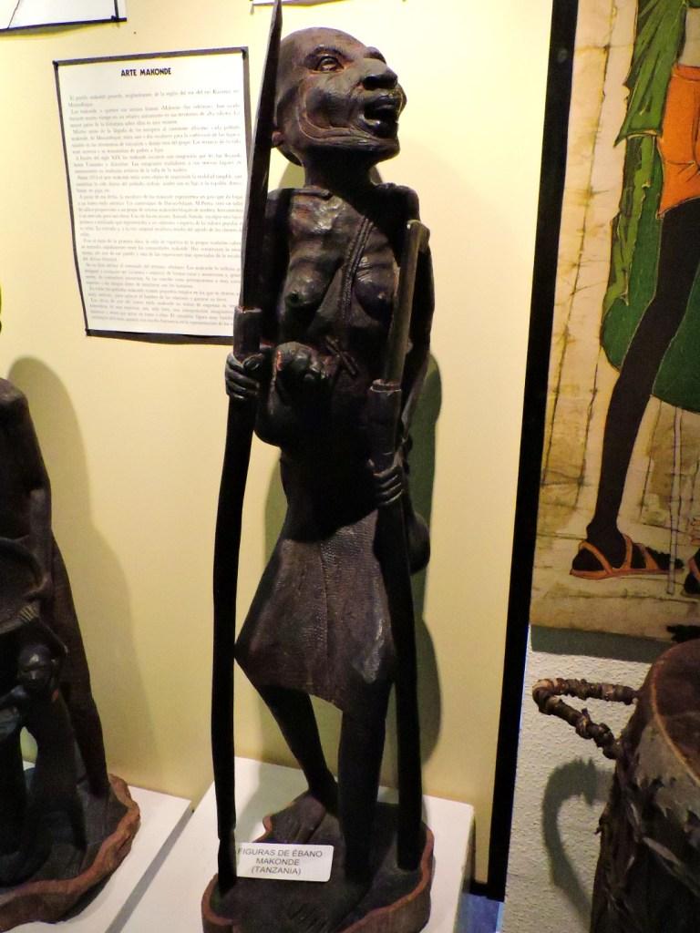 Museo Mundo Negro - Figura de ébano de los makonde.